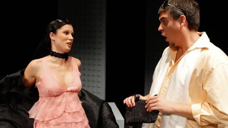 V Mekinje prihaja Seks in ljubosumnost – RAZPRODANO