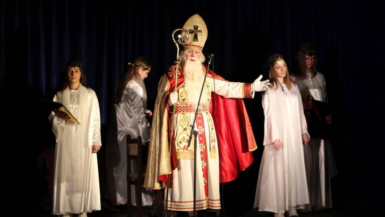 Otroke v Mekinjah obiskal Sv. Miklavž